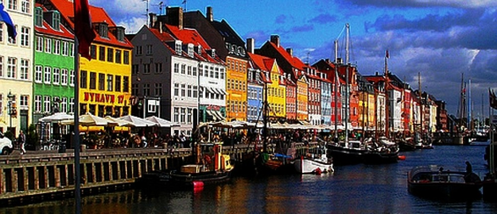 Rottendanish.com – it's about linguistics, disambiguation and quirky language differences, mostly between English and Danish, -which were once the same language.